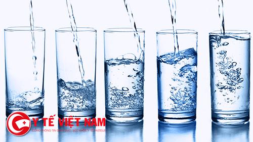 Cung cấp đủ nước mỗi ngày để bảo vệ đôi mắt và làn da của bạn