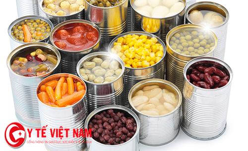 Đồ đóng hộp thực phẩm người bệnh hắc lào không nên ăn.
