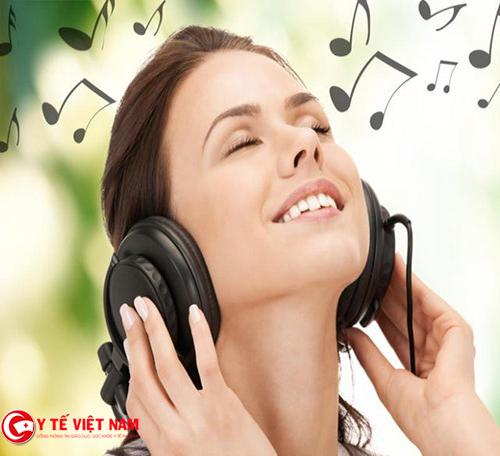 Nghe nhạc sẽ giúp bạn kiềm chế được những cơn thèm ăn – nguồn cơn của tăng cân