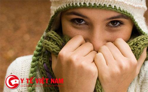 Giữ ấm cho cơ thể vào những ngày lạnh và cho trẻ nhỏ vào ban đêm.
