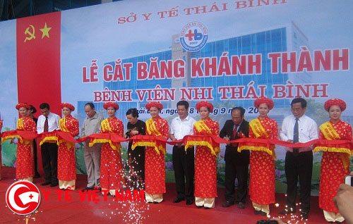 Lễ cắt băng khánh thành bệnh viện Nhi Thái Bình