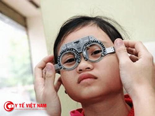 Nên phòng tránh loạn thị cho bé bằng những thói quen tốt