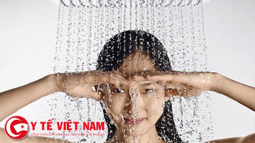 Bệnh nhân cần giữ da khô sạch để hạn chế tác động xấu của thời tiết