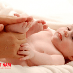 Mát-xa cũng là cách để tăng chiều cao rất tốt cho trẻ sơ sinh
