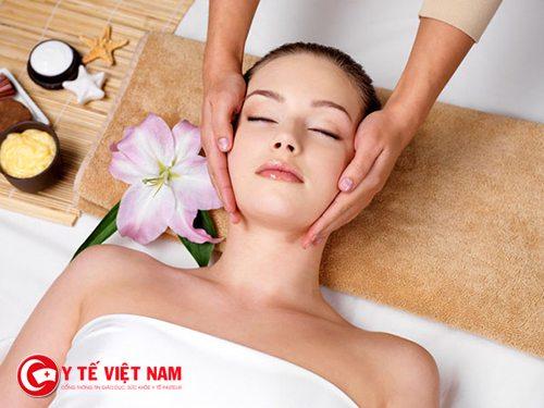 Bổ sung nước và chất dinh dưỡng giúp căng da mặt tối ưu