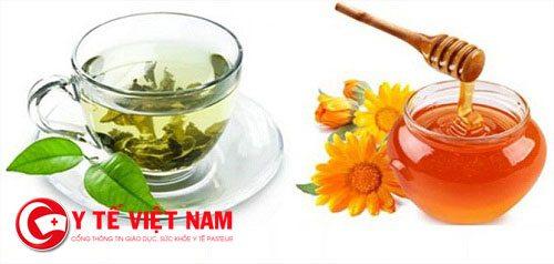Mật ong với trà xanh cũng là thực phẩm lý tưởng giúp chữa bệnh viêm thanh quản
