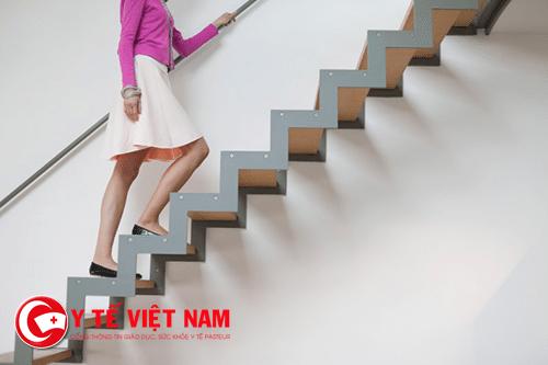 Ngã cầu thang là một trong các nguyên nhân chấn thương sọ não