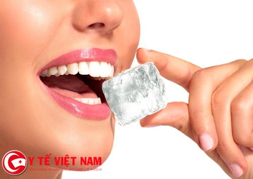 Đồ lạnh cũng là một trong nguyên nhân gây sâu răng, ê buốt chân răng.