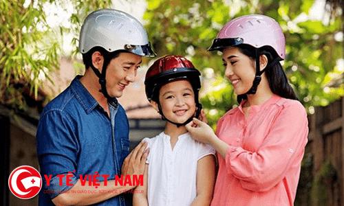 Đội mũ bảo hiểm để phòng chống chấn thương sọ não