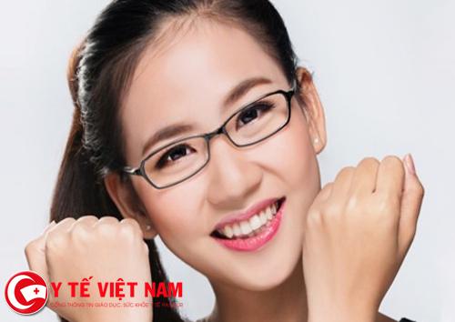 Đeo kính là phương pháp điều trị cận thị phổ biến nhất