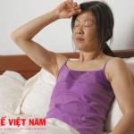 Ra mồ hôi trộm triệu chứng cảnh báo bệnh áp xe gan