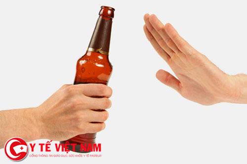 Tuyệt đối tránh xa các chất kích thích như rượu bia