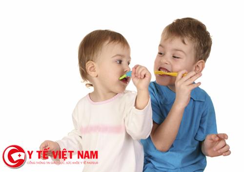 Không đánh răng là nguyên nhân gây sâu răng sữa ở trẻ