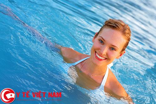 Tập bơi là cách phòng bệnh động mạch vành hiệu quả