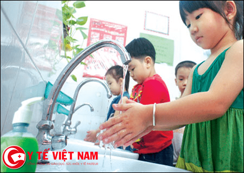 Rửa tay đúng cách để phòng bệnh tay chân miệng cho trẻ