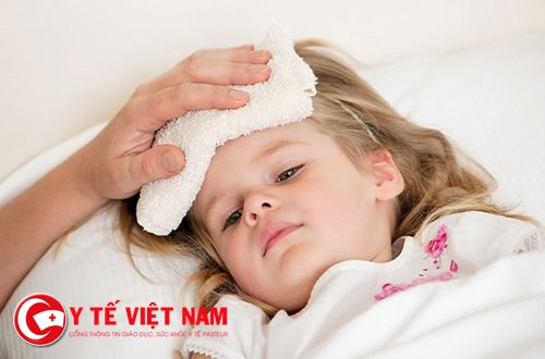 Hạ sốt sai cách có thể khiến bệnh của trẻ trở nên nguy hiểm hơn
