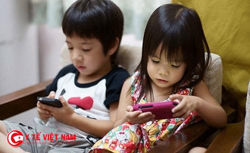 Không nên cho trẻ xem ti vi và chơi điện tử quá nhiều
