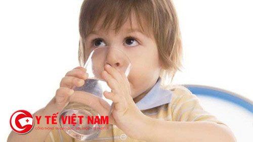 Bổ sung đủ nước cho trẻ