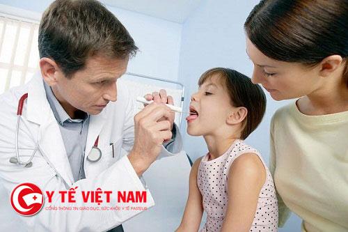 Trước khi quyết định cắt amidan cho trẻ, cha mẹ cần cho trẻ đi khám và chẩn đoán sức khoẻ