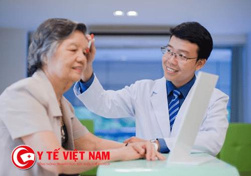 Chăm sóc mắt cho người cao tuổi để tuổi già hạnh phúc hơn