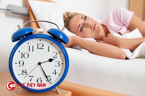 Bệnh mất ngủ khiến tâm trạng mệt mỏi, sức khỏe giảm sút