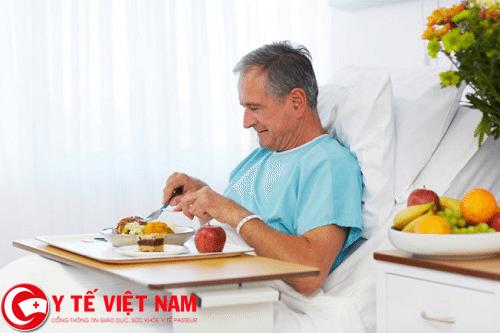 Cách chăm sóc người bệnh ung thư não căn bản trong bữa ăn