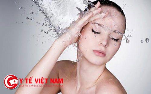 Cung cấp nước mỗi ngày giúp da đẹp hơn