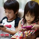 Trẻ nghiện smartphone đang gây ra các hậu quả nặng nề mà mẹ không biết
