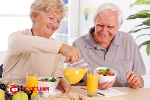 Áp dụng chế độ ăn uống khoa học là cách tốt nhất để không gây biến chứng