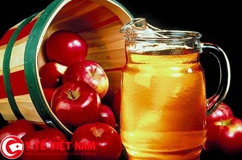 Dấm rượu táo mẹo dân gian chữa bệnh nấm móng