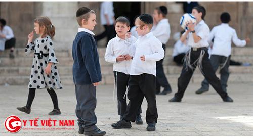 Người Do Thái dạy con cách giao tiếp từ khi mới lọt lòng