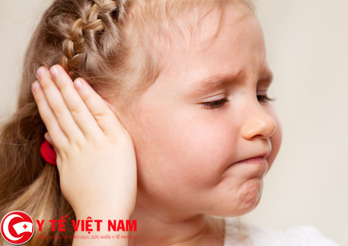Những người bị thủng màng nhĩ thường có cảm giác đau nhói ở sâu trong tai