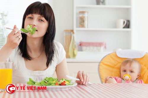 Chế độ sinh dưỡng tốt cũng giúp các mẹ khắc phục được hiện tượng đãng trí sau sinh