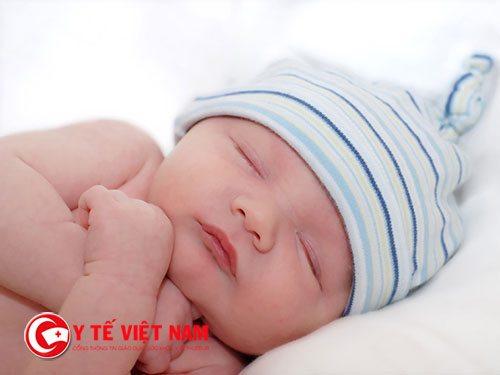 Mẹ hãy giúp trẻ có tư thế ngủ thoải mái nhé