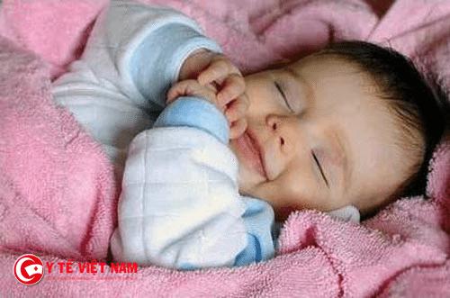 Giữ ấm cho trẻ sơ sinh trong mùa đông cần phải đúng cách
