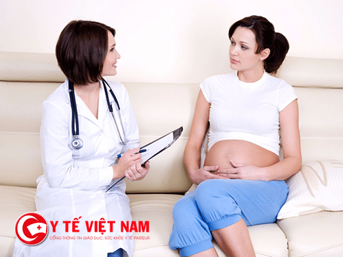 Các bác sĩ tư vấn về sức khỏe thai sản và tình hình phát triển thai nhi
