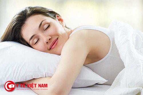 Ngủ đủ giấc giúp bạn trẻ hóa làn da