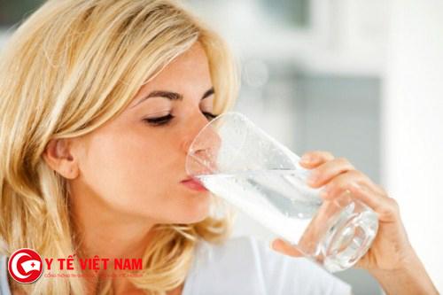 Bổ sung nước giúp bạn dưỡng ẩm da hiệu quả