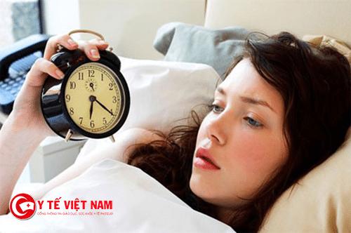 Rối loạn giấc ngủ cũng khiến người bệnh hay quên, mất tập trung trong công việc