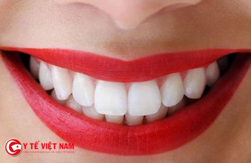 Làm răng bọc sứ khiến răng sáng bóng hơn