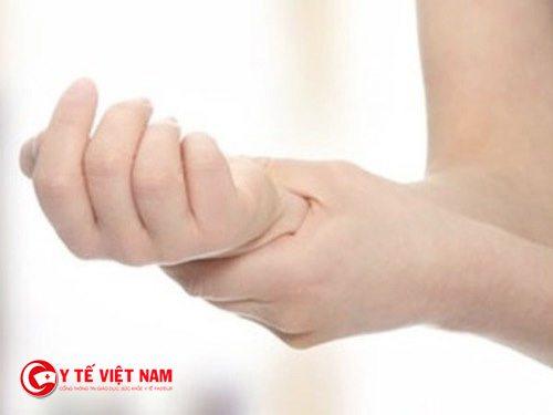Hiện tượng tê tay chân là biểu hiện của bệnh thiếu máu não