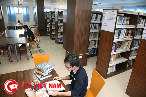 Sinh viên đọc sách tại Thư viện mỗi ngày