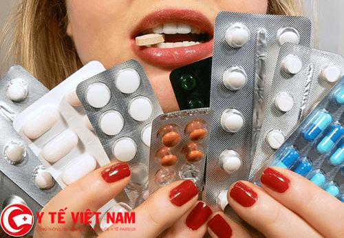 Không được tự ý mua thuốc và điều trị bệnh bằng thuốc Tây y