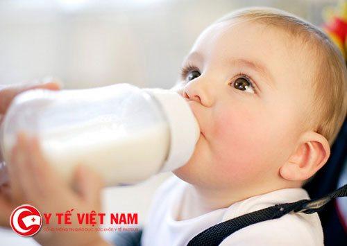 Trẻ uống sữa để tăng chiều cao cũng phải đúng cách