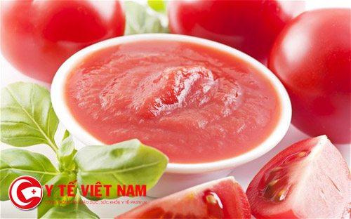 Nước ép cà chua trị mụn hiệu quả