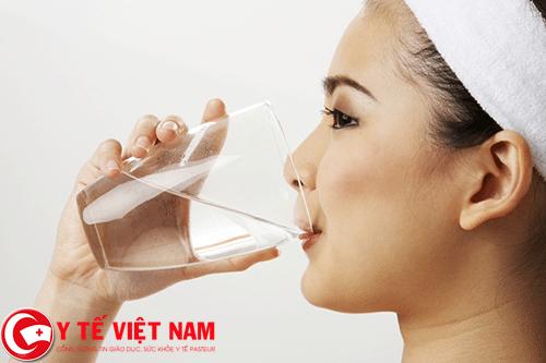 Uống nhiều nước cách phòng bệnh ung thư ruột