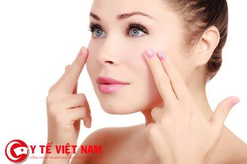 Xóa bỏ nếp nhăn xung quanh mắt sẽ giúp bạn trẻ hơn