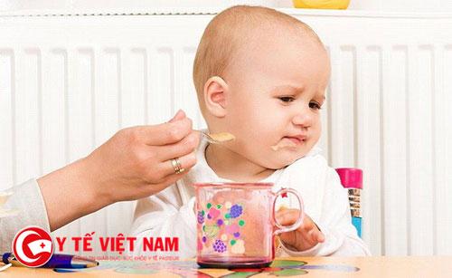 Trẻ biếng ăn thường có rất nhiều lí do