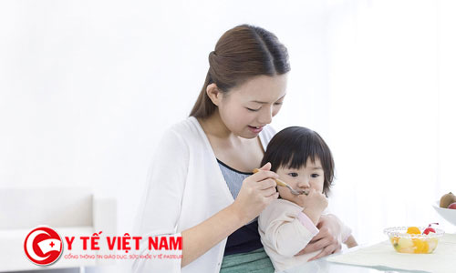 Trẻ biếng ăn bệnh lý có thể do gặp khó khăn trong nhai nuốt