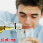 Hạn chế rượu bia cách phòng bệnh gai cột sống cho các đấng mày râu